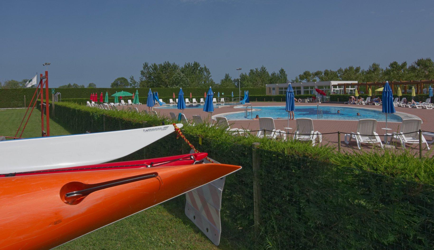 Camping-Miramare-canoe-piscina02